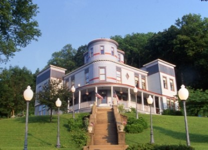 Mont Rest- on the Mississippi, front view