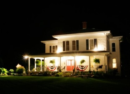 Monroe Manor Inn, night view