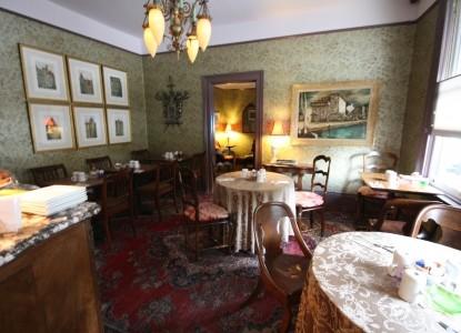 Monte Cristo Inn dining room