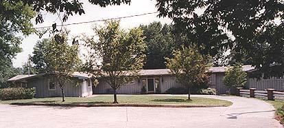 Parish Patch Inn driveway