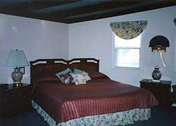 Pinecrest Cottage & Gardens-Guest Room