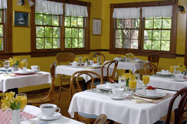Enjoy An Extraordinary Full Breakfast Each Morning