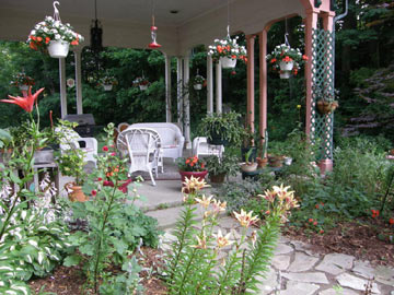 Brookside Manor Bed & Breakfast Gardens & Patio