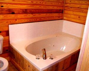 Hunter's Run Lodge Bed & Breakfast Garden Tub