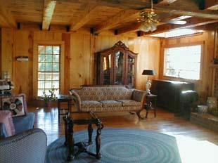 Hunter's Run Lodge Bed & Breakfast Den/Living Area