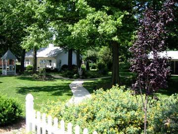 The Dickey House Bed & Breakfast, Ltd-Beautiful Gardens