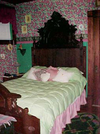 Stay-Inn-Style Bed & Breakfast Victorian Suite