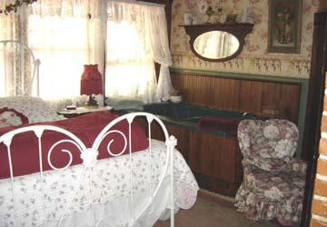 Stay-Inn-Style Bed & Breakfast Sweetheart Suite