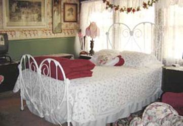 Stay-Inn-Style Bed & Breakfast Sweetheart Bath