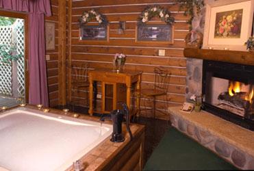 Lazy Cloud Lodge, Moonlight & Roses Suite