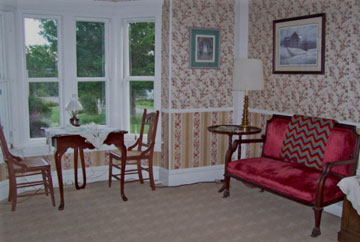 Fitch Hill Inn, parlor