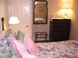 The Curtiss Cottage Suite-Bedroom