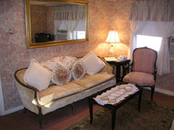 The Curtiss Cottage Suite-Sitting Area