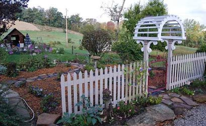 Garden Gate Get-A-Way Bed & Breakfast white fence
