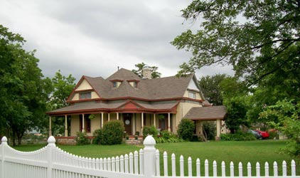Baker St. Harbour Waterfront Bed and Breakfast - Granbury, Texas