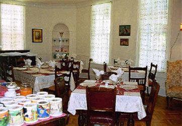 Austin Folk House Bed & Breakfast dining room