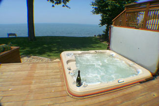 Lake Breeze Inn, Lake Front Suite Hot Tub