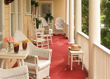 The Spencer Hotel, Relax on The Porch