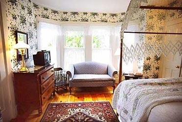 Zenas Coffin bedroom