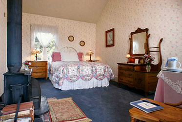 Dennen's Victorian Farmhouse Seabreeze Room