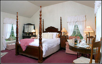 Dennen's Victorian Farmhouse Creekside Room