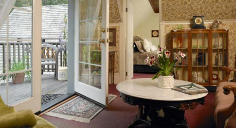 Dennen's Victorian Farmhouse Dennen Suite