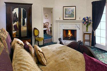 Dennen's Victorian Farmhouse Victorian Suite