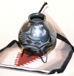 Heward House at Holbrook Bed & Breakfast, Indian pottery & rug