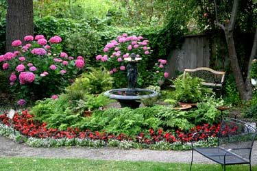 Beazley House Bed & Breakfast, Beautiful Gardens
