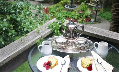 Beazley House Bed & Breakfast, Enjoy A Delicious Breakfast Each Morning