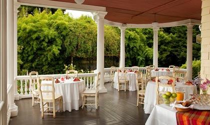 Churchill Manor Bed and Breakfast, Veranda
