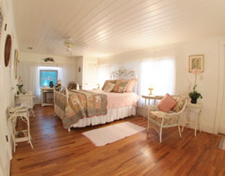 Bay Breeze Bed & Breakfast, Camellia Suite Bedroom