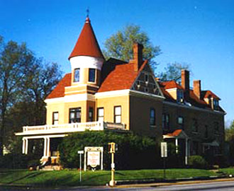 Victorian Inn Bed &amp; Breakfast - Rock Island, Illinois