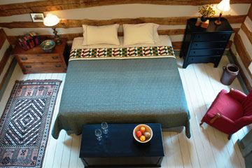 Idyll Time Farm, Cottage & Stabling King Size Bed