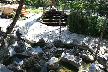 Creekhaven Inn Hot Tub & Cascade
