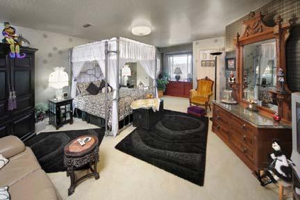 Matthew's Manor-The Vizcaya Bedroom