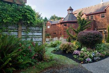Arch Cape Inn and Retreat, Beautiful Gardens