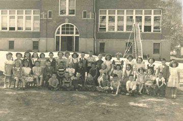 1949 Davie School - 1st Grade - Photo submitted by: Joyce Fear Bell