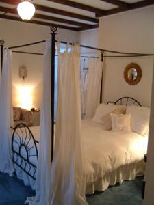 Edinburg Gap Room - Hockman Manor House Bed and Breakfast