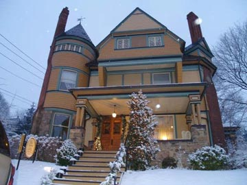 The Queen, A Victorian Bed & Breakfast front