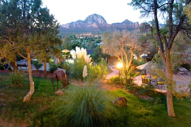 A Sunset Chateau B&B, Lush Gardens & Panoramic Red Rock Views