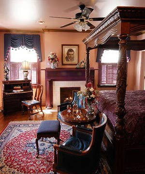 A Country Inn, Rhett's Room