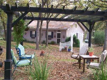 Kelumac Christmas Tree Farm Bed and Breakfast yard