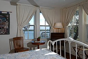 Night Swan Intracoastal Bed &amp; Breakfast - New Smyrna Beach, Florida