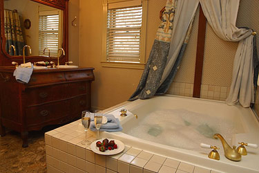 Hennessey House Bed and Breakfast Bridle Suite bath