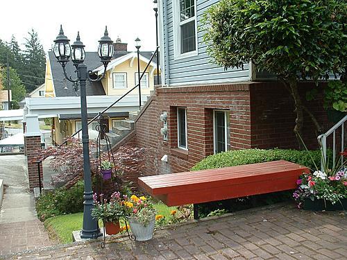A Harbor View Inn bench