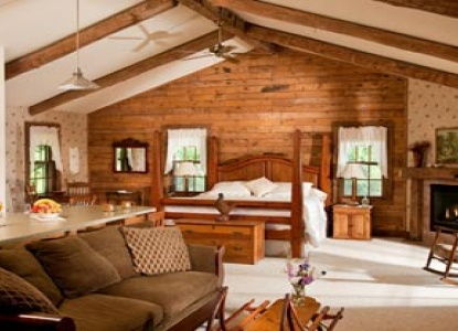 Romantic Country Inn Nestled Among the Orchards of Door County!