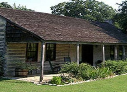 Private guest cottages dating from 1787 for your vacation getaway, just 5 minutes from downtown Fredericksburg