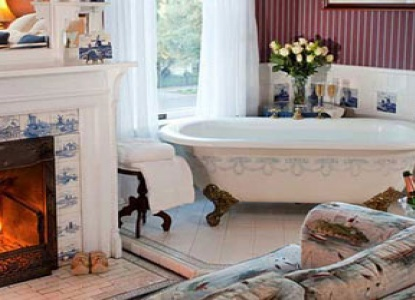 Churchill Manor Bed and Breakfast, bathtub