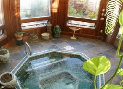 Nagle Warren Mansion Bed & Breakfast-Garden Hot Tub